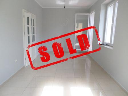 Apartament 2+1 per shitje mbas Drejtorise se Policise ne Tirane.  Apartamenti ndodhet ne katin e d