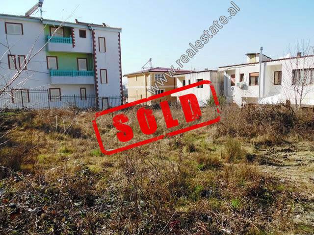 Toke per shitje ne rrugen Irfan Tershana ne Tirane.  Ofron siperfaqe totale prej 520 m2 pozicionua