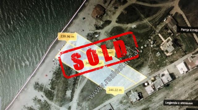 Toke truall per shitje ne vijen e pare te ndertimeve shume prane bregut te detit.  Ofron sisperfaq