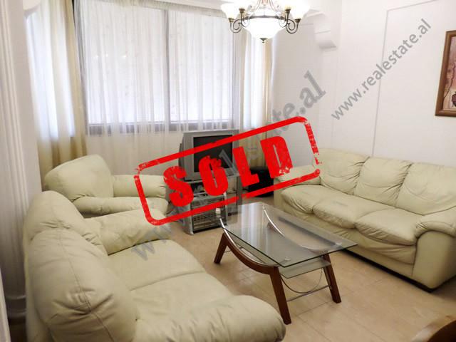 Apartament 2+1 per shitje ne rrugen Him Kolli ne Tirane.  Ndodhet ne katin e 9-te te nje pallati t