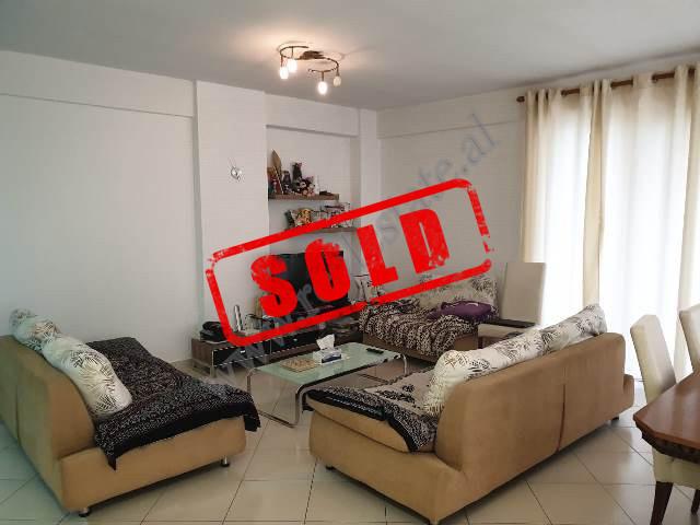 Apartament 2+1 per shitje ne rezidencen Kodra e Diellit ne Tirane. Ndodhet ne katin e dyte te nje p