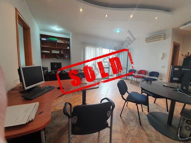 Apartment for sale in Zogu i Zi area in Tirana.  Situated on the 4-th floor of a new building in K
