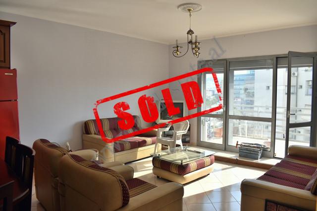 Apartament 2+1 per shitje ne Kompleksin Karl Topia ne Tirane Apartamenti ndodhet ne katin e tete te