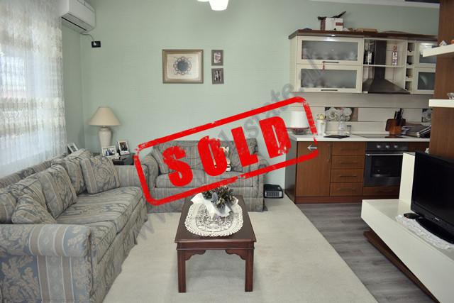 Apartament 2+1 per shitje ne rrugen 3 Deshmoret ne Tirane. Apartamenti ndodhet ne katin e tete dhe