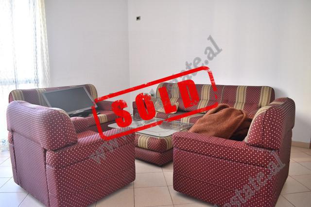 Apartament 2+1 per shitje ne rrugen Hamdi Shijaku ne Tirane. Apartamenti ndodhet ne katin e dyte te