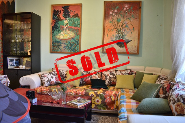 Apartament 3+1 per shitje ne prane Gjimnazit Ismail Qemali ne Tirane. Apartamenti ndodhet ne